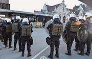 Die Antifa führt in Rapperswil eine Gegenkundgebung durch. (Bild: Manuela Matt/ZSZ)