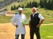 Werner Näf, Geschäftsleiter der Alpschaukäserei Schwägalp, und OK-Präsident Niklaus Hörler. (Bild: Patrik Kobler)