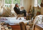 Peter Handke in seinem Künstlerhaus in Chaville. Seine Partnerin lebt in Paris. (Bild: Look now)
