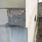 Die Täter haben unter anderem einen Briefkasten an der Kurhausstrasse aus der Wandhalterung gerissen. (Bilder: PD)
