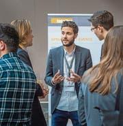 Studierende und Vertreter von Thurgauer Unternehmen tauschen sich am Sprungbrett-Event aus. (Bild: Reto Martin)