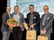 Freuen sich für die boomende Holzbaubranche: Regierungsrat Walter Schönholzer, OK-Präsident Toni Horat, Holzbauingenieur Rico Kaufmann und Holzbauarchitekt Hermann Kaufmann. (Bild: PD)