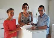 Gemeinderätinnen Denise Neuweiler und Sandra Stadler und Gemeindepräsident René Walther (Bild: ubr)
