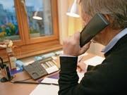 Neun Stunden dauern die Nachtdienste, welche der freiwillige Mitarbeiter aus dem Toggenburg mehrmals pro Monat bei Telefon 143 in St. Gallen leistet. (Bild: Reto Martin)