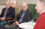 Der Bergretter Bruno Jelk und St. Galler Regierungspräsident Fredy Fässler mit Moderator Roland P. Poschung (von links). (Bild: Christof Lampart)