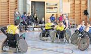 Ostschweizer Rolling Rhinos (gelb) gegen Vorarlberger: Schweizer Meisterschaft im Rollstuhl-Rugby in der Mehrzweckhalle Rorschacherberg. (Bilder: Fritz Bichsel)