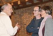 Hartwig Volbehr im Gespräch mit Res und Dodo Hofmann. (Bild: Werner Lenzin)