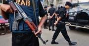 Eine umstrittene Spezialeinheit aus Bangladesh will in Europa modernste Überwachungstechnik beschaffen. (Bild: ap/A.M. Ahad)
