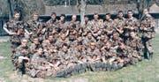 Der ganze Sanitätszug mit dem Leutnant (mit Feldstecher) nach einer Schiessübung auf dem Breitfeld. (Bild: PD)