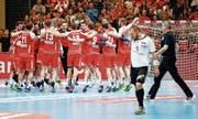 Die Schweizer Nationalmannschaft stösst die Tür zur Teilnahme am WM-Playoff nach dem Sieg gegen Estland weit auf. (Bild: Marc Schumacher/Freshfocus (Winterthur, 7. Januar 2018))