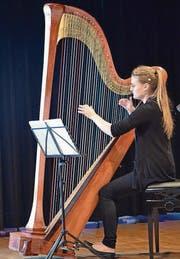 Seline Jetzer bot hochstehende Musik an der Harfe. (Bilder: Thomas Schwizer)