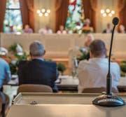 Der Eindruck täuscht: In der Fragestunde standen die Gemeinderäte häufig am Mikrofon. (Bild: Reto Martin)