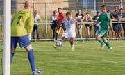 So frei wie letztes Jahr beim 0:18 in Sevelen darf man die Super-League-Spieler im Dress des FC Vaduz nicht zum Schuss kommen lassen. (Archivbild: Robert Kucera)