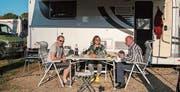 Dank des schönen Wetters konnte die kleine Gruppe aus Sevelen mit Rolf und Anita Järmann sowie Johann Affentranger immer im Freien essen. (Bilder: Rolf Järmann)