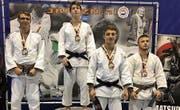 Der Weinfelder Judoka Thimon Solci ganz rechts aussen auf dem Siegerpodest des Judo-Turniers in Eindhoven. (Bild: PD)