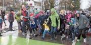 Trotz misslicher Bedingungen schlugen viele junge Läufer beim Start ein unerwartet hohes Tempo an. (Bilder: Christof Lampart)