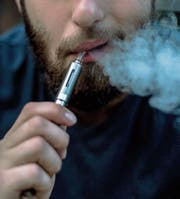 Dampfer erhalten das Nikotin in den Liquids oft geschenkt. (Bild: Getty)