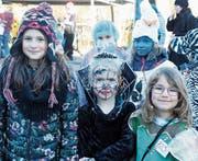 Trotz bitterer Kälte haben die verkleideten Kinder eine närrisch gute Laune. (Bild: Dieter Ritter)