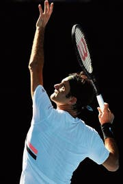 Der Aufschlag garantiert Roger Federer an den Australian Open viele Extrapunkte. (Bild: Joe Castro/EPA)