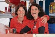 Zwei von vielen Helfenden der Läuferriege Mosnang: Anita Rüegg und Nicole Baumann (von links).