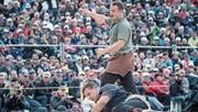 Dominik Schmids Freude nach dem Sieg ist nicht zu übersehen. (Bild: Lorenz Reifler)