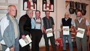 Werner Walser, Paul Preisig, Walter Zellweger, Ernst Pfändler, Andy Brunner und Ernst Schläpfer wurden mit Diplomen geehrt. (Bild: EF)