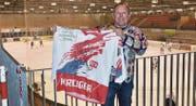 Oskar Breitenmoser sammelt seit 1982 Trikots. Er besitzt 37 SCH-Trikots und 25 von internationalen Vereinen. Einen besonderen Stellenwert in seiner Sammlung hat das Shirt aus der Aufstiegssaison 1997. (Bilder: Bruno Eisenhut)