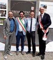 Freudige Einweihung der Piazza Cisternino: Patrick Wiget, Luca Convertini, Peter Ludwig und Andreas Netzle. (Bild: Desirée Müller)
