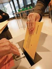 Bei Wahlen in den Gemeinden verliert die Parteizugehörigkeit an Bedeutung. (Bild: Hannes Thalmann)