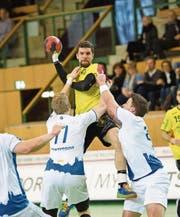 St. Otmars EM-Torschützenkönig Ondrej Zdrahala im ersten Heimspiel gegen GC Amicitia, das die St. Galler 30:27 gewannen. (Bild: Ralph Ribi)