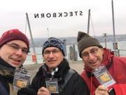 Die drei Kantonsräte Urs Martin, Ueli Fisch (Präsident Initiativkomitee) und Peter Dransfeld beim Unterschriftensammeln in Steckborn. (Bild: PD)