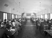 Blick in den Speisesaal der Bühler-Kantine im Jahr 1941. (Bilder: Bühler AG)