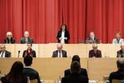 Monika Gähwiler bei ihrer Antrittsrede vor einem Jahr. Rechts aussen auf der gleichen Reihe sitzt Nachfolger Markus Mauchle. (Bild: Ralph Ribi)
