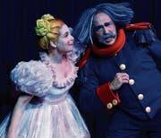 Die Wilerin Nicole Bosshard singt in «Die Regimentstochter» die Partie der Marie – hier mit Daniel Reumüller als Sulpice. (Bild: Carola Nadler)