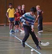 In der Turnhalle Seidenbaum in Trübbach wurde Unihockey auch anhand von Geschicklichkeitsübungen gespielt.