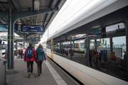Thurbo Regionalbahn Zug Bahn Bahnverkehr öffentlicher Verkehr auf der Strecke St. Gallen - Romanshorn Passagiere Bahnhof Romanshorn (Bild: Ralph Ribi)