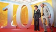 Auf dem Weg ins Studio: Bundespräsidentin Doris Leuthard mit Tele-D-Gründer Peter Schuppli. (Bild: Andrea Stalder)