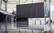 In einer Werkhalle in Uzwil findet zurzeit der Innenausbau der Kulturcontainer statt. (Bild: PD)