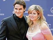 Das Ehepaar Federer 2006 auf dem roten Teppich an den Laureus World Sports Awards in Barcelona. (Bild: ky/Jasper Juinen)