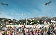 Die Unterstufen-Schülerinnen und -Schüler liessen eine Ballonpost fliegen. (Bild: PD)