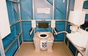 Blick in ein rollstuhlgängiges Chemie-WC der Stiftung Cerebral, wie es auch am Open Air Frauenfeld steht. (Bild: pd)