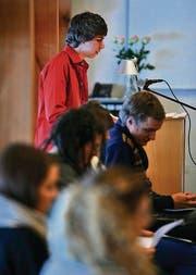 Simon Michel liest in der Kartause Ittingen als einer der sechs Preisträger eine Religionssatire vor. (Bild: Reto Martin)
