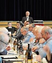 Präsident Bruno Preisig leitet durch die Delegiertenversammlung mit prominenten Gästen. (Bilder: Simon Roth)
