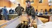 Im Sekundarschulzentrum Weitsicht in Märstetten gaben gestern mehr als 500 Männer ihre Militärausrüstung ab. (Bild: Donato Caspari)