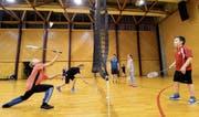 Mädchen sind im Badminton-Training im Seeparksaal in der Minderheit. (Bild: Donato Caspari)