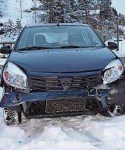 Front voran rutschte das Auto in der Lustmühle in ein anderes Fahrzeug. (Bild: Kapo AR)