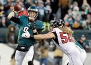 Schmächtige Postur, aber erfolgreich: Nick Foles (links), Quarterback der Philadelphia Eagles. (Bild: Jason Szenes/EPA (Philadelphia, 13. Januar 2018))