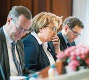 Nachdenkliche Regierungsbank: Walter Schönholzer, Cornelia Komposch, Jakob Stark. (Bild: Andrea Stalder)