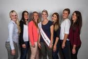 Die sechs Finalistinnen gemeinsam mit der amtierenden Apfelkönigin: v.l. Deborah Neuhaus, Iris Lieberherr, Sara Zaugg, Apfelkönigin Angela Stocker, Tiziana Castauro, Lea Rutishauser und Marion Weibel. (Bild: pd)