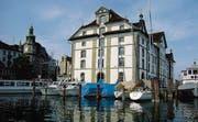 Zu See und Wahrzeichen leitet der geführte Stadtrundgang mit erzählter Geschichte ebenso wie in wenig bekannte Ecken der Hafenstadt. (Bild: Otmar Elsener)